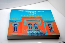 """Livre """"Faïences en façades Hyères"""" par Hélène Dauga"""